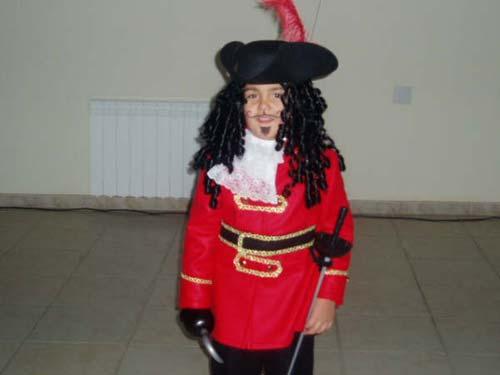 Niño disfrazado de pirata. - Se abre en una nueva ventana