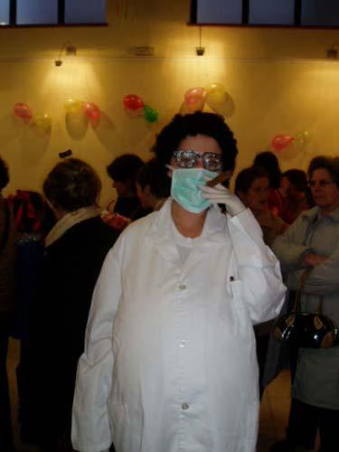 Mujer disfrazada de doctora. - Se abre en una nueva ventana