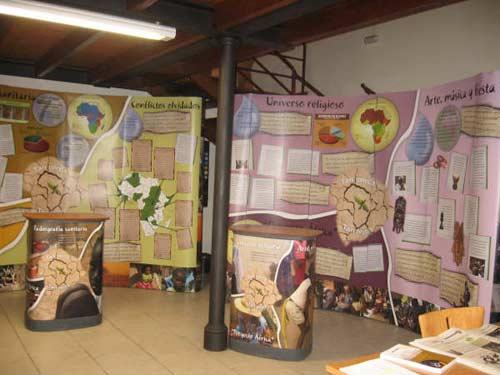 Elementos de la exposición sobre el continente africano. - Se abre en una nueva ventana