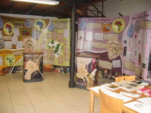 Varios murales de la exposición sobre África. - Se abre en una nueva ventana