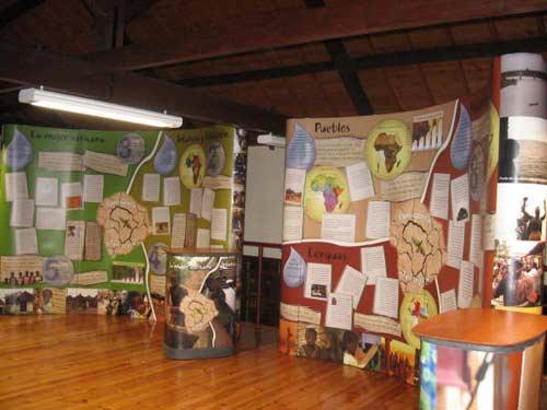 Los murales tratan sobre diversos temas del continente africano. - Se abre en una nueva ventana