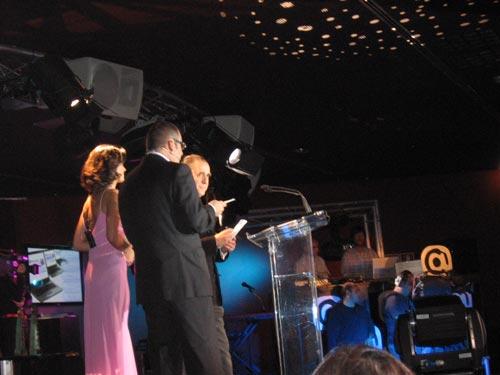 Escenario de la Entrega de los III Premios Sociedad de la Información, entrega del Premio de la categoría Mejor Web Corporativa - Se abre en una nueva ventana