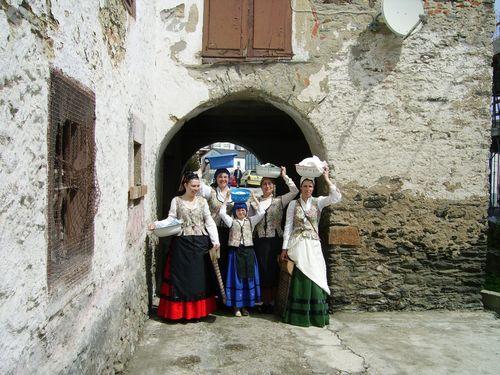 Mujeres que representan a las antiguas lavanderas - Se abre en una nueva ventana
