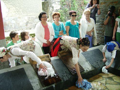 Mujeres lavando como se hacia antiguamente - Se abre en una nueva ventana